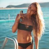 Quand le Monoï de Tahiti rencontre la plante de Réa pour former l'huile sèche de bronzage parfaite… 😍 @maudlecar l'a déjà adopté. Et vous ? ∙ ∙ #soleildesiles #beautycare #suncare #skincare #tan #bronzage #sunshine #holidays #sea #beach #monoï